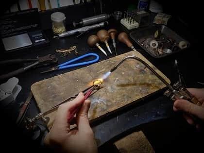 atelier réparateur de bijoux